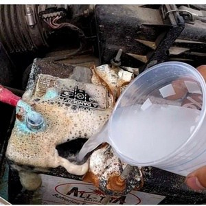 cleaning car battery